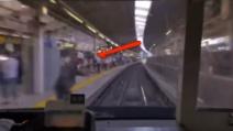 Uomo si lancia contro il treno in corsa: il gesto estremo filmato dalla telecamera