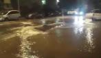 Via di Vigna Stelluti diventa un fiume: rotta una conduttura