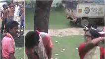 India, presunto molestatore legato ad un albero e picchiato da una donna