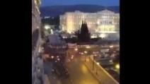 Atene, le immagini degli scontri viste dall'alto