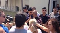 """""""Questi devono andare via!"""", residenti di Quinto di Treviso contro i profughi"""