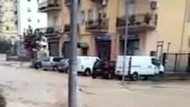 Alluvione a Corigliano Calabro: un fiume scende dalle montagne e invade la città