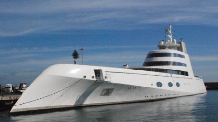 Vela a lo yacht di lusso pi alto del mondo for Il canotto a bordo degli yacht