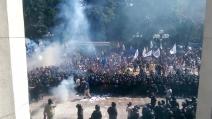 Ucraina, una bomba carta esplode tra la polizia: alcuni agenti feriti alle gambe