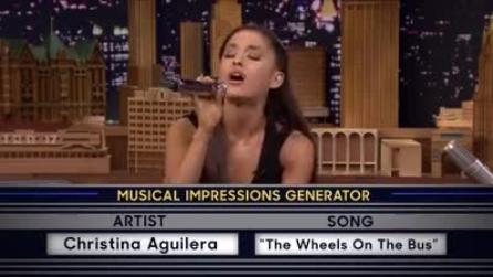 Ariana Grande prende il microfono e sorprende tutti: le fantastiche imitazioni
