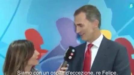 """""""Ce l'hai fatta ad esserci!"""", la gaffe della giornalista che dà del """"tu"""" a Re Felipe"""