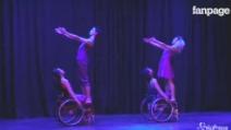 Luci soffuse e coreografie magiche: spettacolo in sedia e rotelle