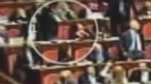 Gestacci in Senato, spunta un nuovo video