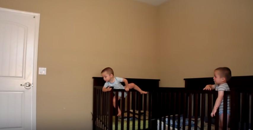 La mamma mette una telecamera nella stanza dei gemelli: quello che ...
