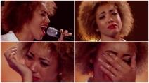 Canta e alla fine dell'esibizione scoppia in lacrime: il motivo vi emozionerà