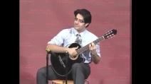 Numeri eccezionali alla chitarra: riesce a fare cose che in pochi al mondo possono