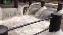 Catania, la strada diventa un fiume in piena