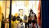A Napoli il primo negozio in Italia che vende gli abiti a peso