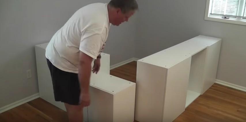 Compra Degli Scaffali Della Cucina Da Ikea E Costruisce Qualcosa Di