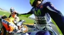 MotoGp, termina la gara a Valencia e i piloti si avvicinano a Valentino Rossi