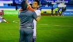 L'allenatore lo manda in panchina, la reazione del giocatore è violentissima