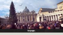 Giubileo, l'applauso di Piazza San Pietro all'apertura della Porta Santa