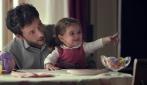 """""""Il cuore ricorda sempre tutto"""": il commovente video Pampers"""