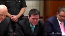 Poliziotto piange durante la lettura della sentenza: condannato a 263 anni di carcere