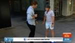 Si avvicina al ragazzo sulla hoverboard per intervistarlo ma ecco cosa accade in diretta