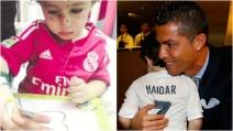 Rimasto orfano dopo un attentato kamikaze: incontra Cristiano Ronaldo che lo abbraccia e si commuove