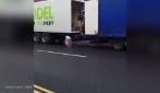 Ecco come questa compagnia di trasporti tratta i pacchi che dovrebbe consegnare