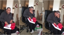 Il papà scarta il regalo e scoppia in lacrime, una sorpresa davvero commovente