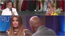 """""""Impara a leggere i cartelli"""", Miss Colombia si """"vendica"""" col presentatore di Miss Universo"""