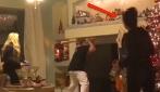 Fracassa la tv con una mazza: ma è quello che accade dopo a lasciare la mamma senza parole