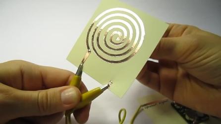 Ecco come realizzare degli altoparanti su un foglietto di carta