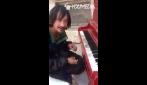 Quando la musica proviene dal cuore: l'esibizione toccante di un senzatetto