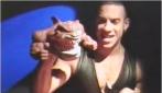È il 1994 e questo famoso attore conduce una televendita di giocattoli: riuscite a riconoscerlo?