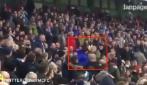 Tifosi del City prendono a pugni uno dell'Everton: brutta scena sugli spalti