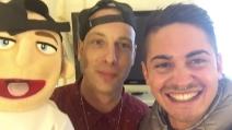 """Sanremo 2016, videoselfie improvvisi del """"disturbatore"""": le esilaranti reazioni dei cantani"""