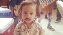 Il piccolo Pablo Escobar: il travestimento che fa discutere