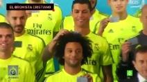 """Cristiano Ronaldo """"gioca"""" con i capelli di Marcelo"""