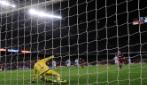 Messi, rigore con passaggio a Suarez