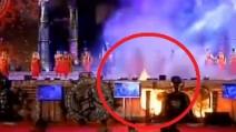 """India, enorme incendio divampa sul palco del """"Make In India"""""""