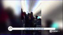"""Barcellona, tifosi """"aggrediscono"""" verbalmente Messi e compagni a bordo dell'aereo"""