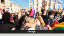"""""""Tempo scaduto"""", il Duomo si tinge di arcobaleno: in 10mila per i diritti civili"""