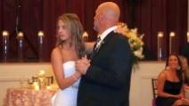 La sposa resta basita quando la musica si interrompe: quello che succede dopo è spettacolare