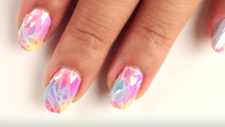 Unghie a specchio come realizzare la nail art ad effetto riflettente - Polvere effetto specchio unghie ...