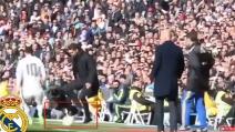Simeone toglie il pallone dai piedi di James Rodriguez