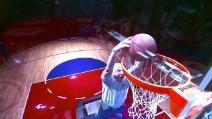 Ha 60 anni ma schiaccia come una stella della NBA, il salto super del proprietario dei Clippers