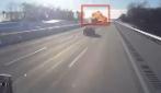 Terribile esplosione in autostrada: autista e passeggero vivi per miracolo