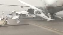Abu Dhabi, tempesta devastante e aerei distrutti