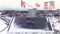 I giocatori del Rosenborg sul tetto di un hotel per mostrare le loro qualità tecniche