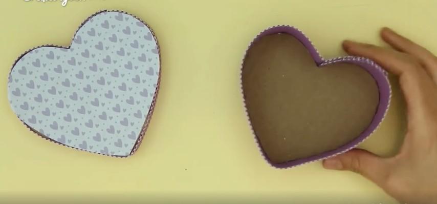 Come realizzare una scatola a forma di cuore con un semplice cartone