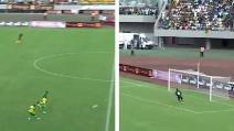 Tiro da 60 metri: Kekana segna un gol alla Beckham