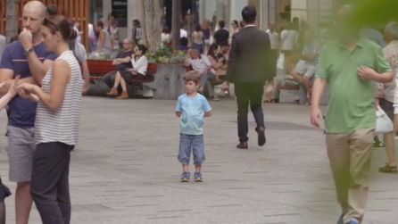 Il bimbo si perde nel centro commerciale: non immaginerete mai cosa accade